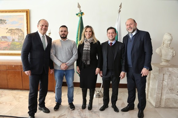 Cida autoriza reforma de Teatro em Paranavaí