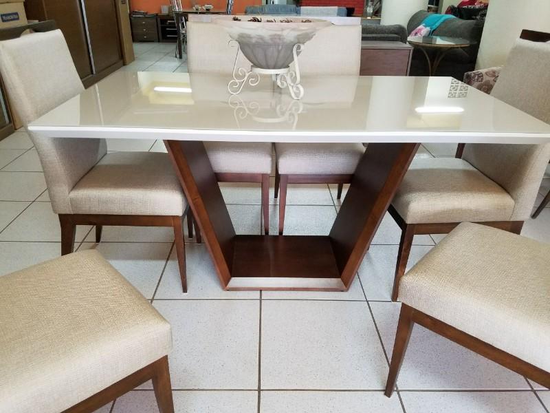 Mesa de madeira com 6 lugares mesa com tampo laqueado off