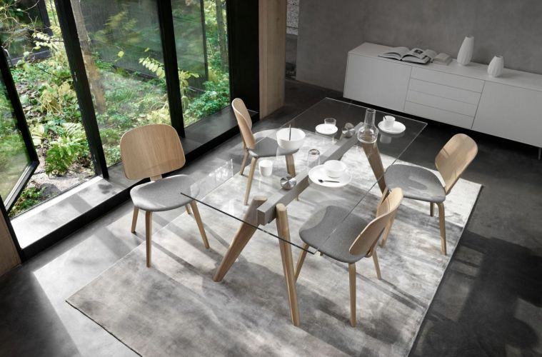 Boconcept-experience stellt Tisch monza vor
