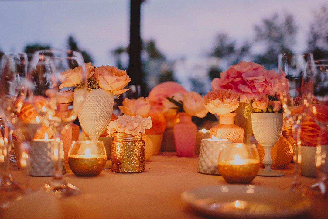 decoración mesas de boda en dorado y rosa www.bodasdecuento.com