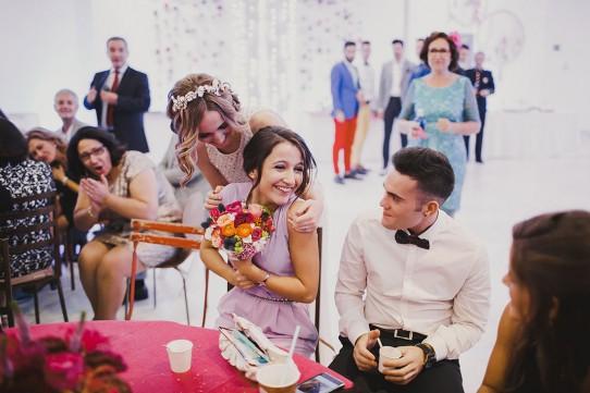 novia regala ramo a su hermana www.bodasdecuento.com