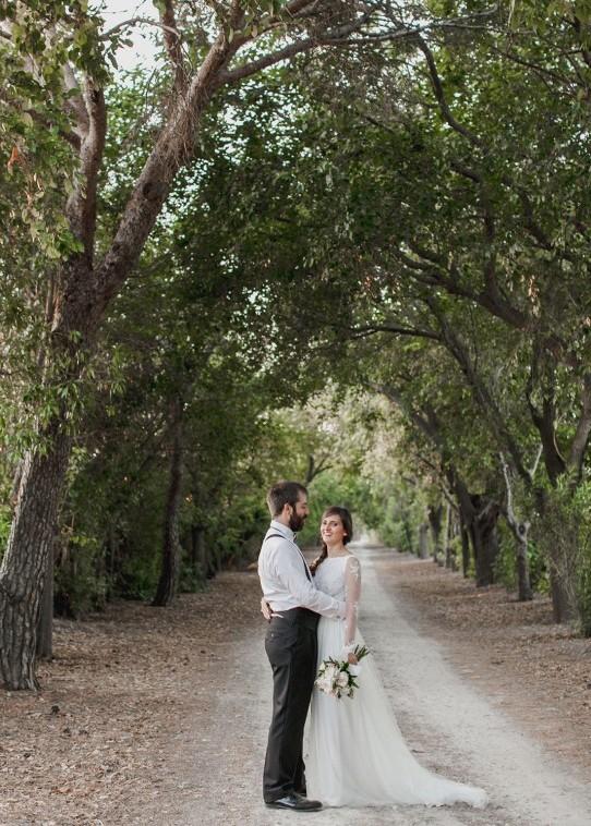 cuentinovios-en-un-camino-www.bodasdecuento.com