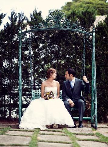 novios románticos columpio zaragoza www.bodasdecuento.com