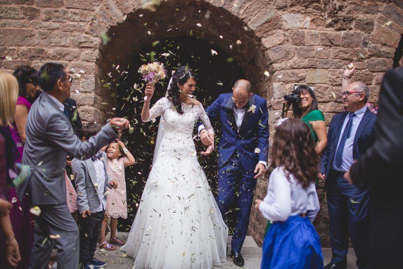 lanzamiento pétalos boda www.bodasdecuento.com