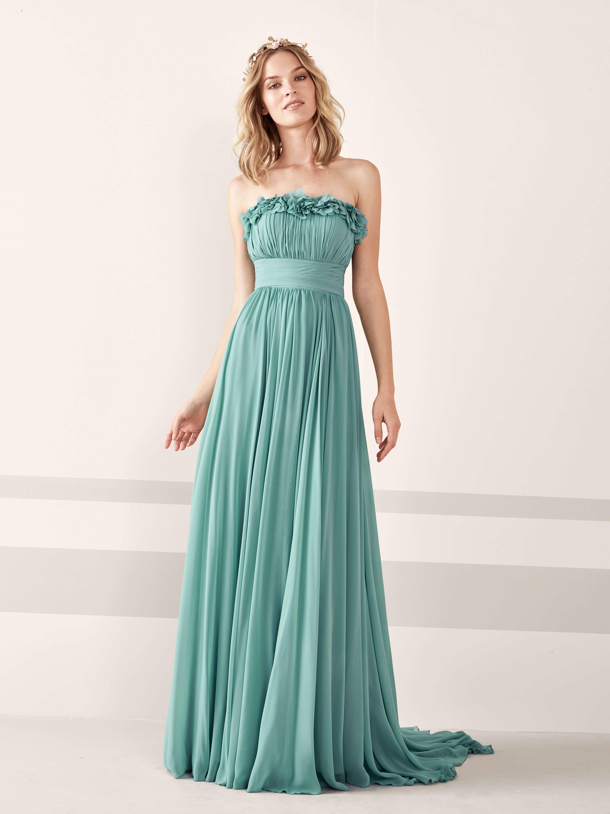 Pronovias presenta su nueva colección de vestidos de fiesta para 2019