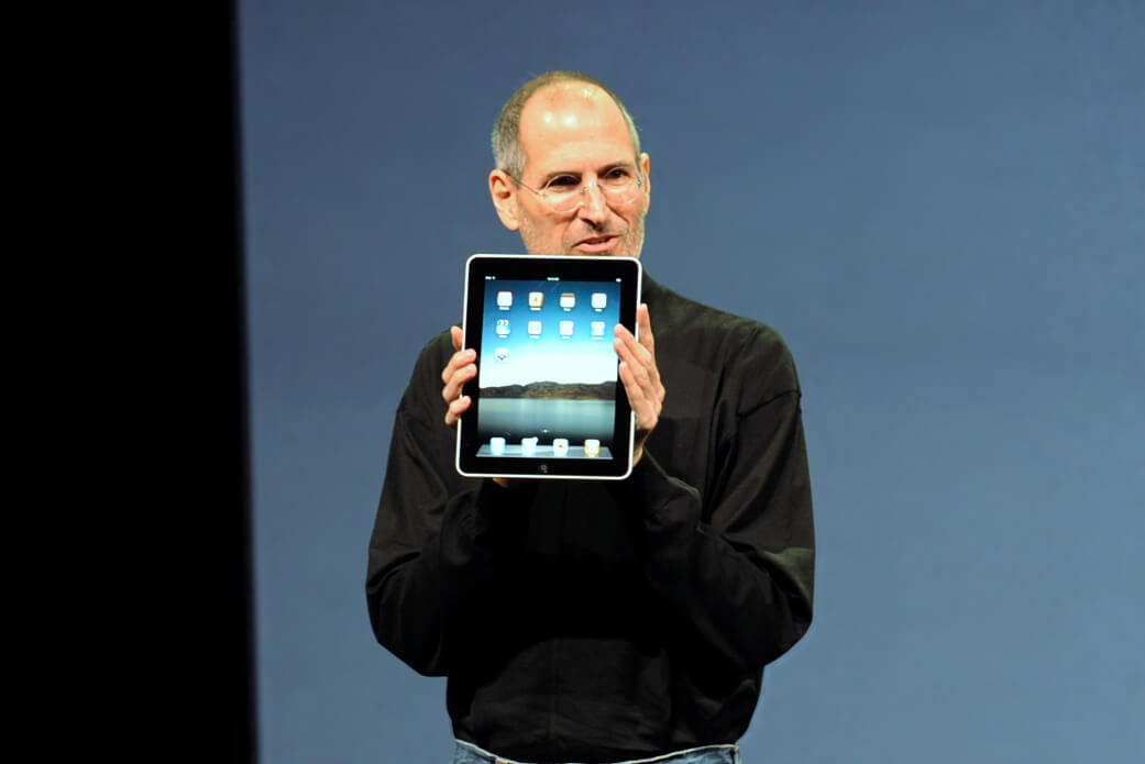 Steve Jobs präsentiert das iPad (Bild: Matt Buchanan, CC BY-SA 2.0)
