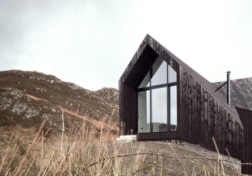 10 striking & inspiring black houses