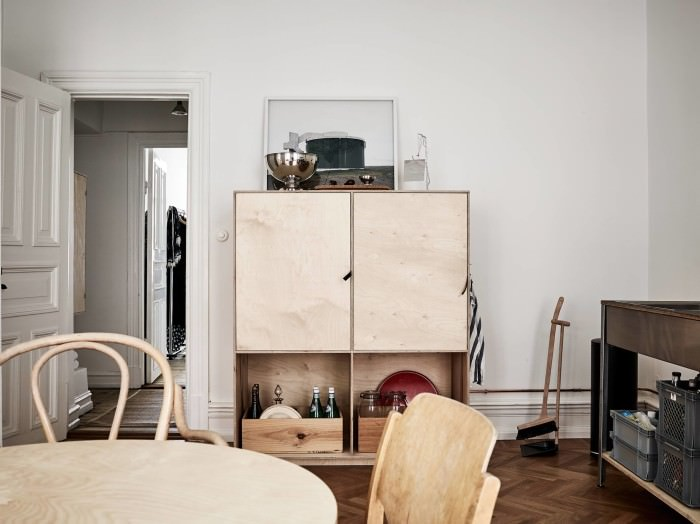 A flat in Sweden with a neutral palette of white & wood