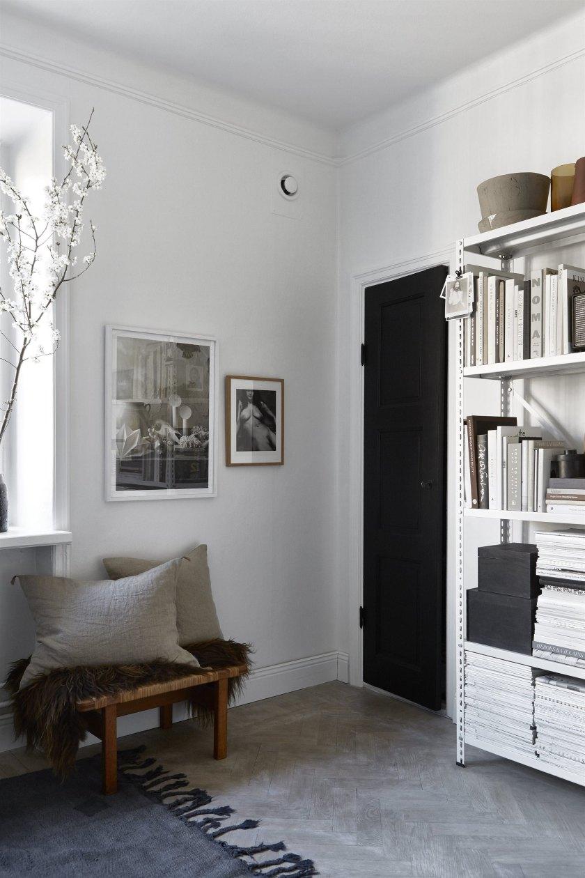 Hallway decor ideas in a small space