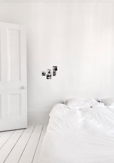 White bedroom + white floorboards