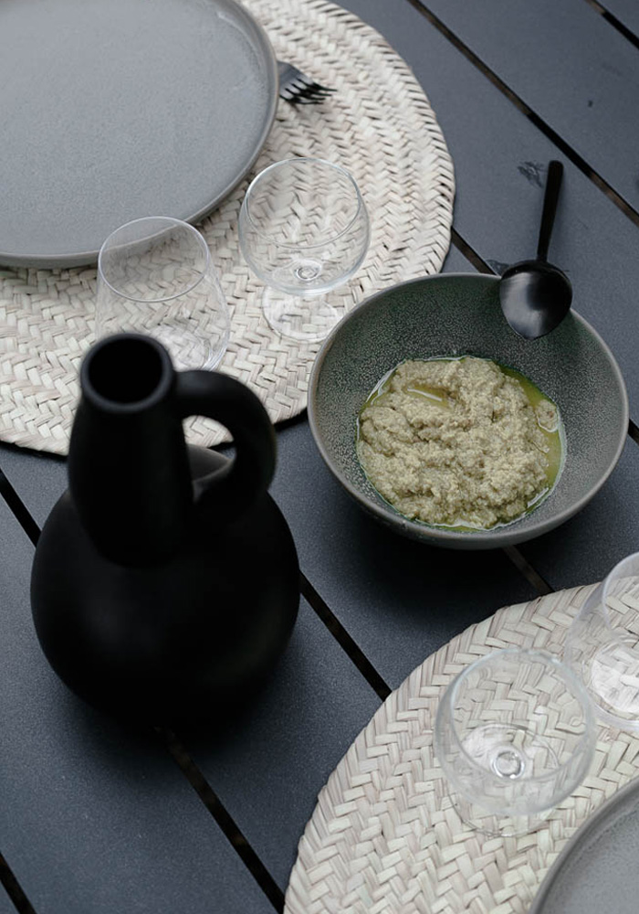 Black & grey tableware