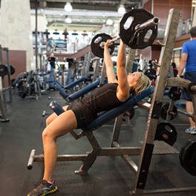 Barbell Incline Bench Press asimiento intermedio