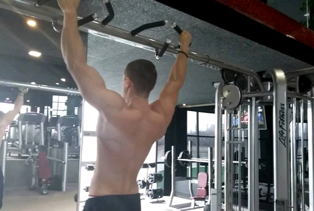 Wide Grip Pullup