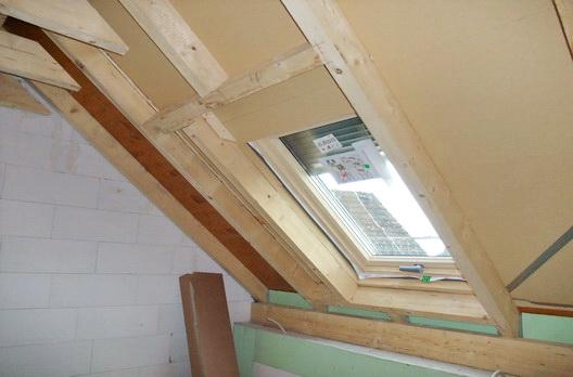 Dachstuhl mit Aufsparrendmmung und Roto Designo R8