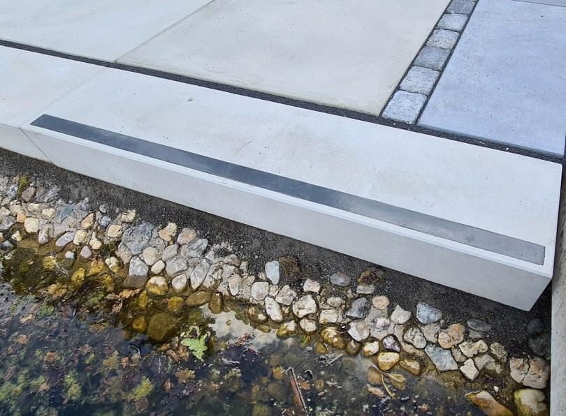 2021-06-07 Architektenstufe grau ruvido 16-35-100 cm - Markierungsstreifen schwarz_1
