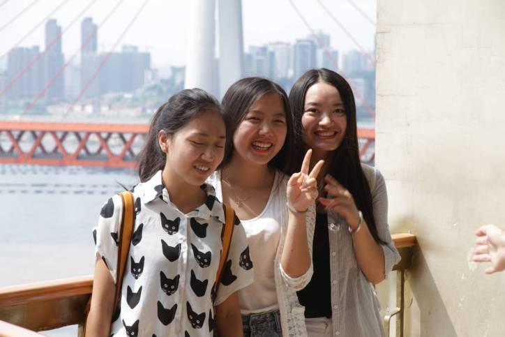 Sich selbst fotografierende Chinesinnen
