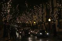 Weihnachtlich beleuchtete Straße