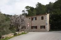 Haus mit Mandelbaum