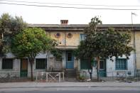 Alte Häuser mit Orangenbäumen