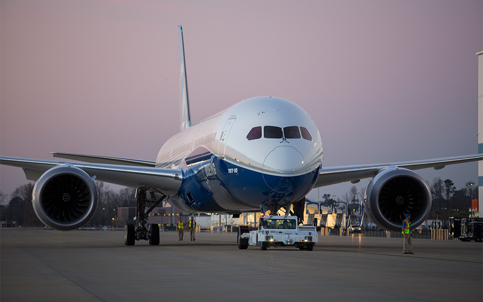 https://i0.wp.com/www.boeing.com/resources/boeingdotcom/commercial/787-10/assets/images/gallery/gallery-large-19.jpg