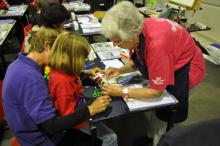 Workshop Boekbinden voor kinderen. Hier: Ine van den Broek