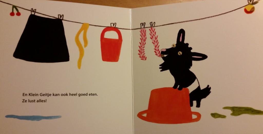 En Klein geitje eet de raarste dingen!