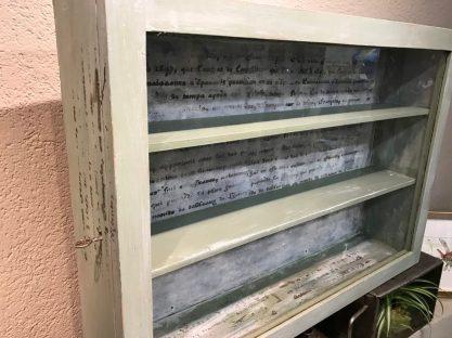 börnies möbel vitrine grünschrift 1
