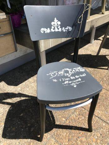 Möbeli börnies 20170630 Stuhl weisse schlaufe