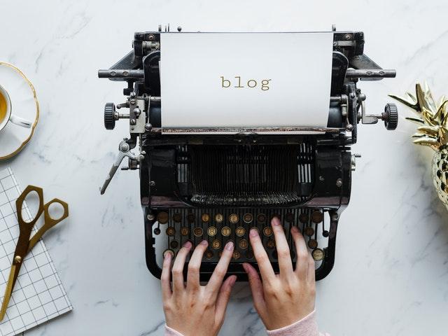 जानिए आखिर आप कैसे अपने विचारो को लिखकर यहाँ पैसा कमा सकते है  वो भी घर बैठे-बैठ , ब्लॉग्गिंग के बारे में पूरी जानकारी !!