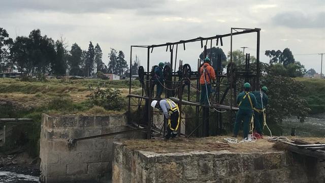 Operativo en el Río Tunjuelo por compuerta ilegal - Foto: Secretaría de Ambiente