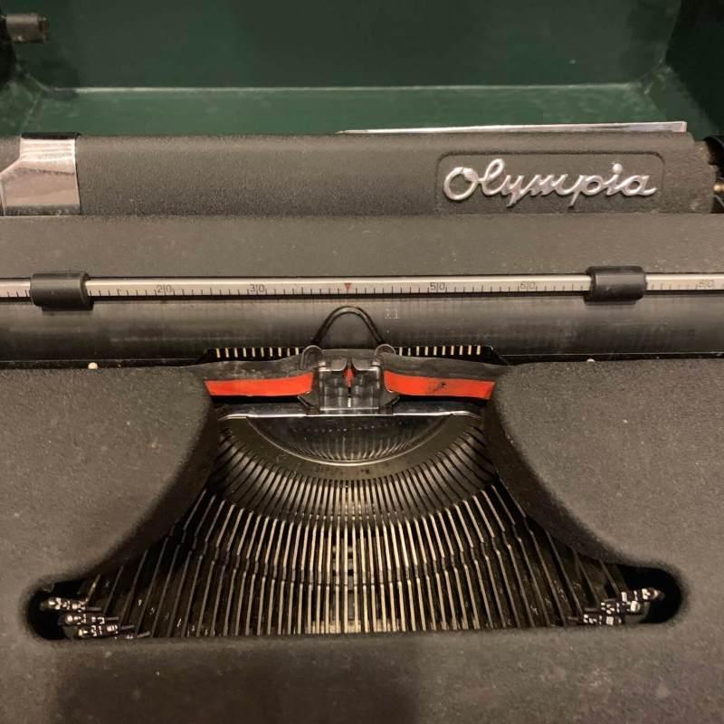 macchina-da-scrivere-olympia-dettaglio