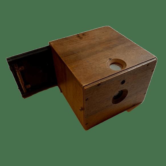macchina-fotografica-in-legno-vintage