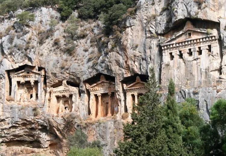 De rotsgraven van Kaunos in Turkije