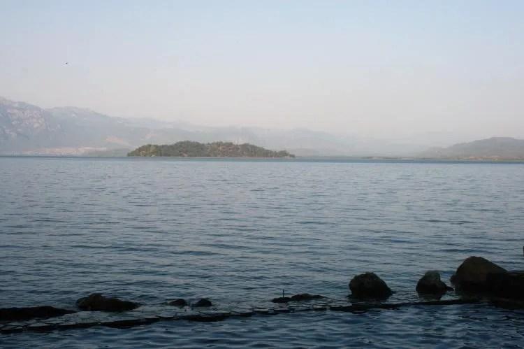 Uitzicht op het meer van Köyceğiz in Turkije