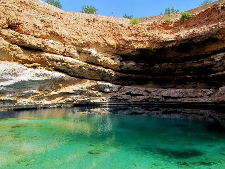 Doen in Oman: Een duik nemen in de Bimmah Sinkhole (Hawiyyat Najm)