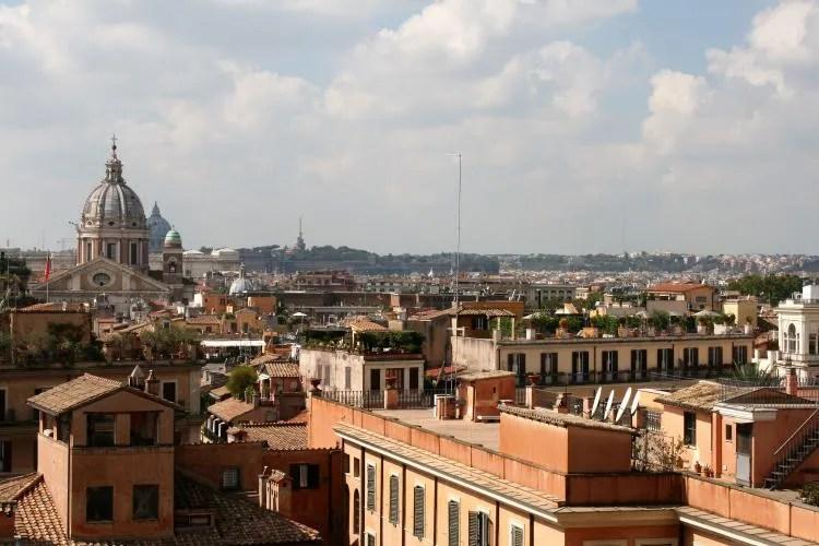 Uitzicht vanaf de Spaanse trappen in Rome