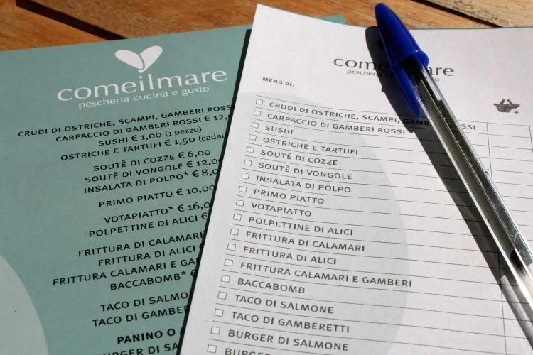 Visrestaurant Comeilmare in de haven van Gaeta De Menukaart