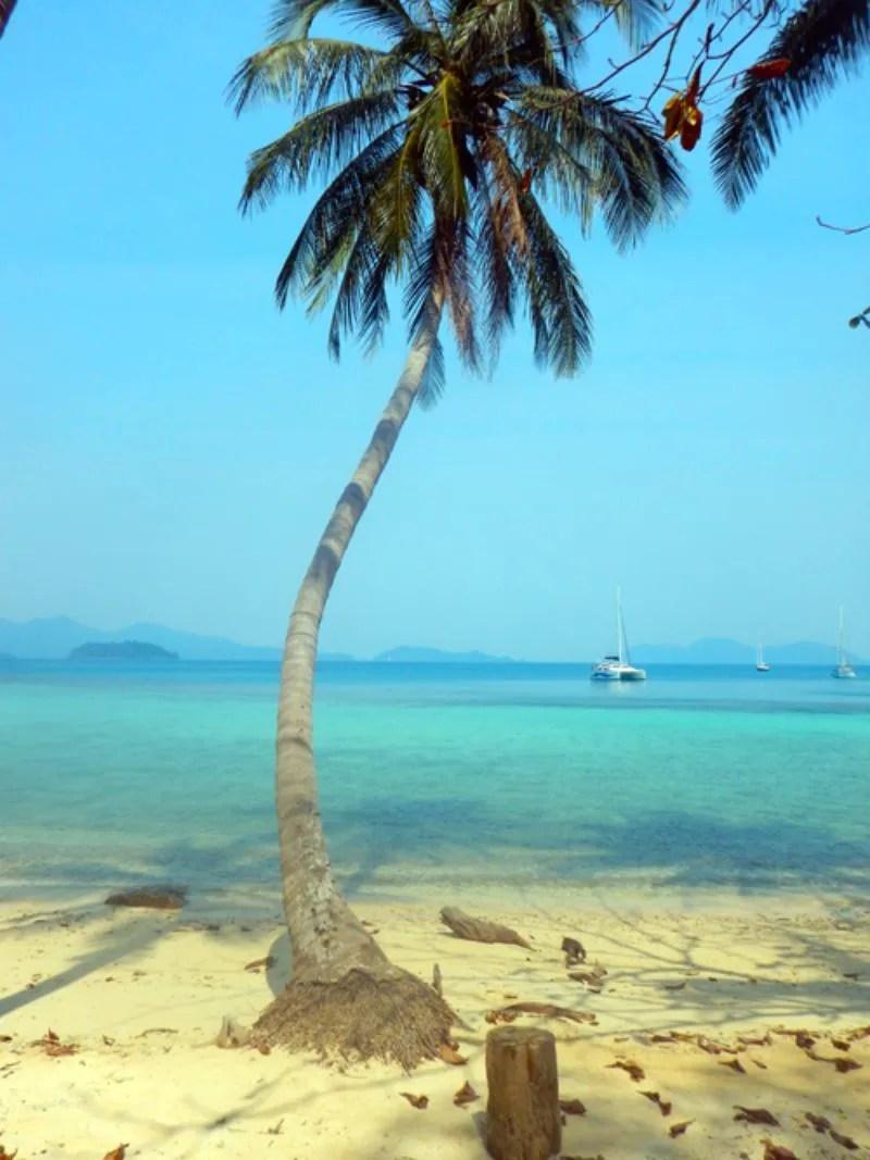 Witten stranden op Koh Wai in Thailand