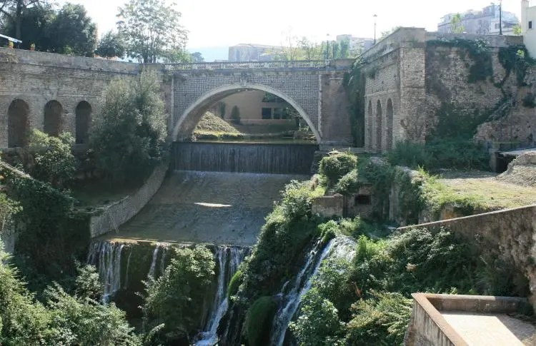 Genieten in Parco Villa Gregoriana in Tivoli nabij Rome