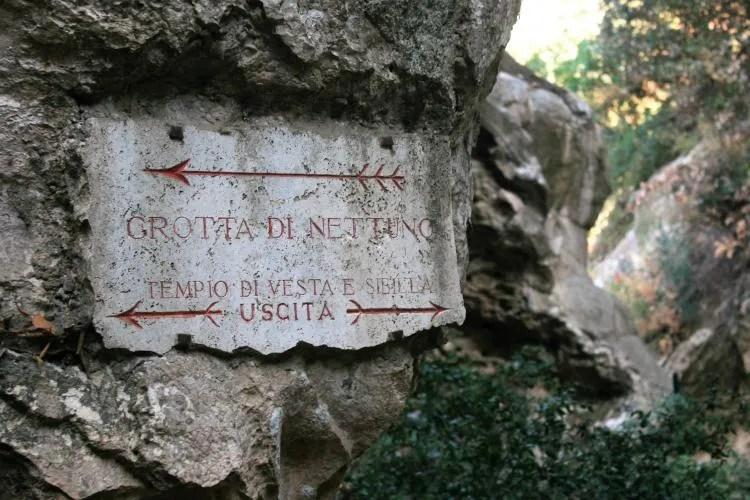 Geniet in het park Villa Gregoriana in Tivoli