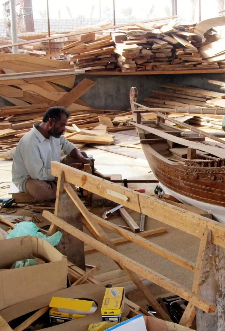 Dhows met de hand in het havenplaatsje Sur