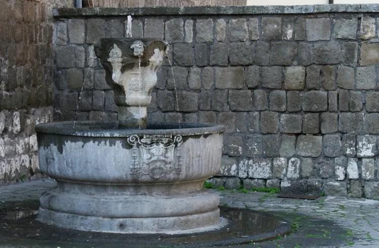 Fontein in Viterbo een van de mooist bewaard gebleven stadjes van Italië