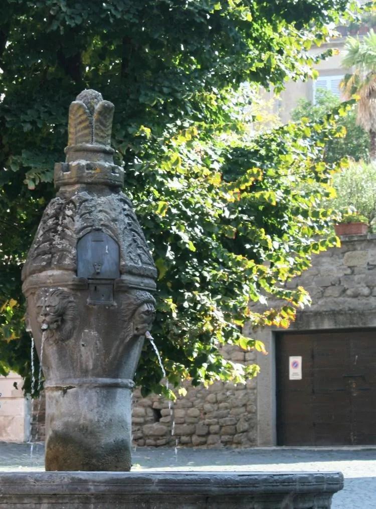 Fontein in het historische stadje Viterbo