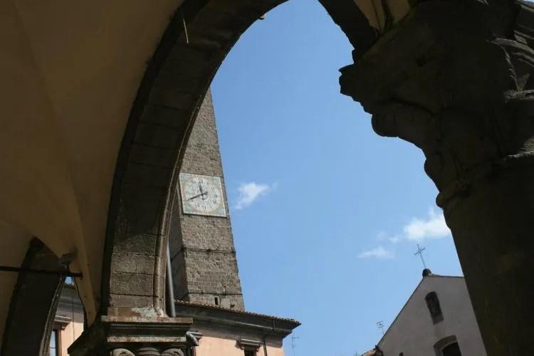 Italiaanse bogen in het historische stadje Viterbo