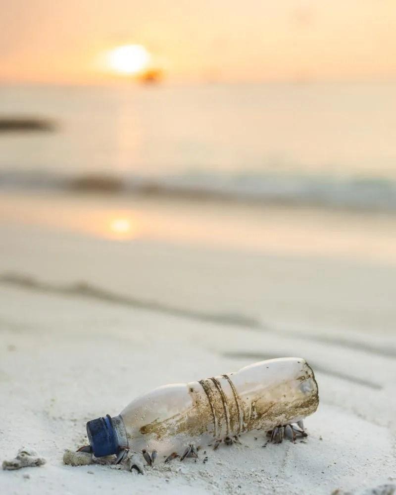 Minder plastic gebruiken als je op vakantie bent.