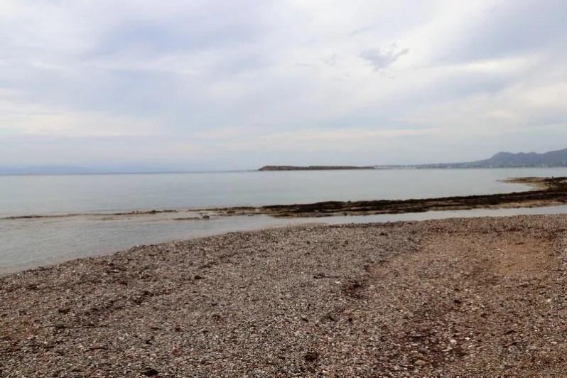 Uitzicht van het strand van Agistri