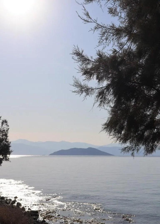 Zonsondergang op het eiland Agistri in Griekenland