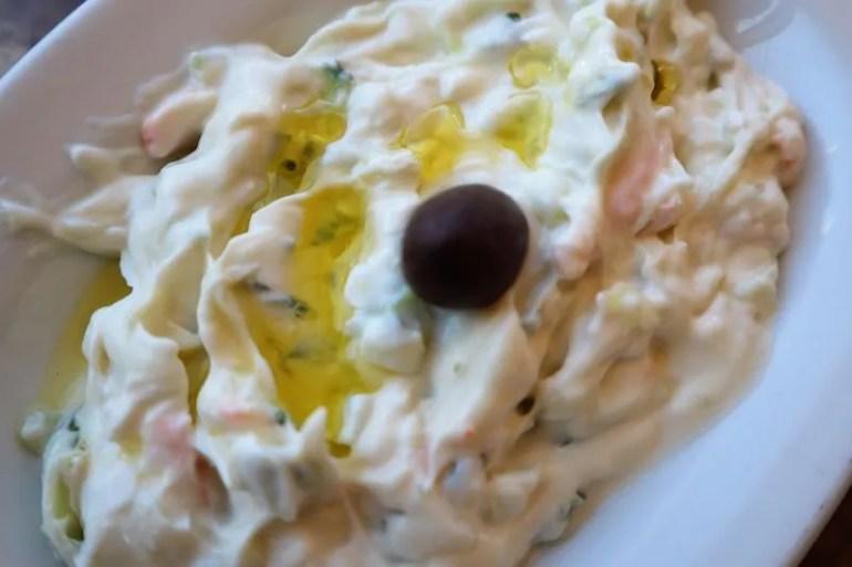 Eten bij Gyrokomion op Agistri in Griekenland