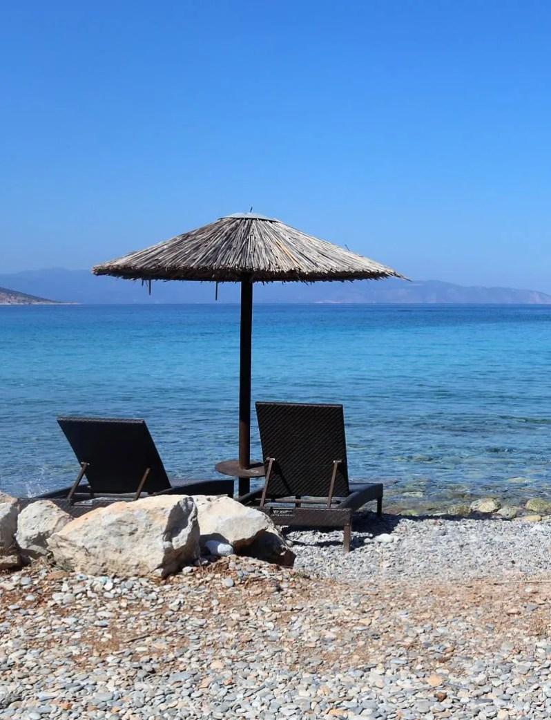 Het strand Dragonera op Agistri in Griekenland