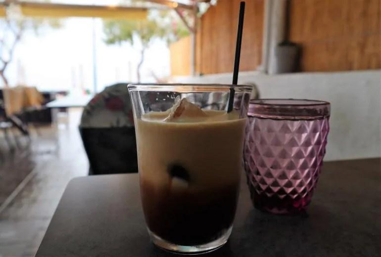 Koffie bij Copa Cobana op Agistri in Griekenland